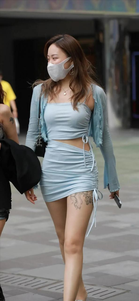 纯蓝色穿搭也是挺好看的