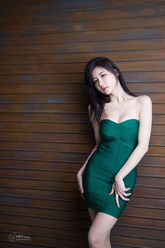 韩国车模连多斌凹凸有致火辣身材高清写真