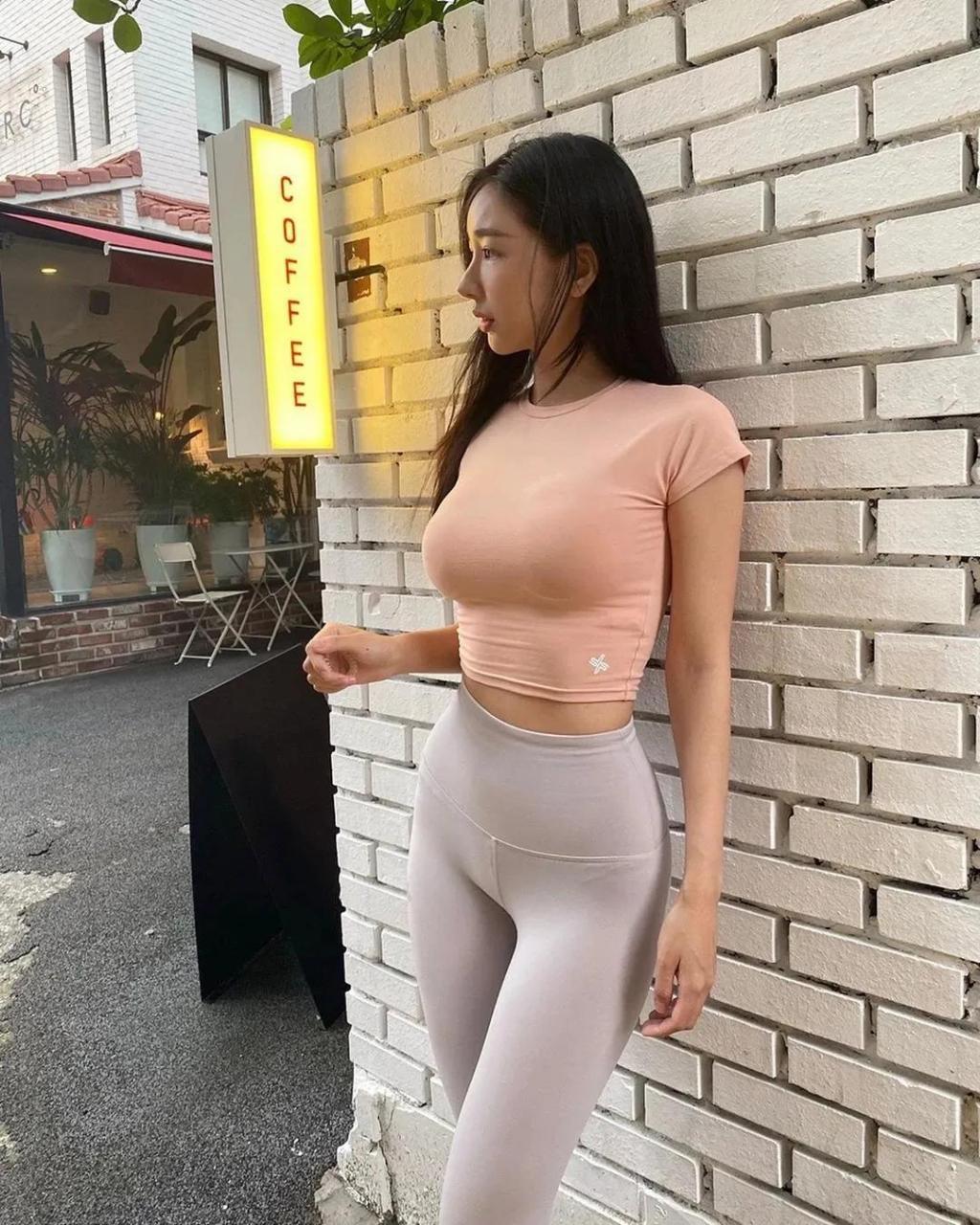 身材一流高颜值美女