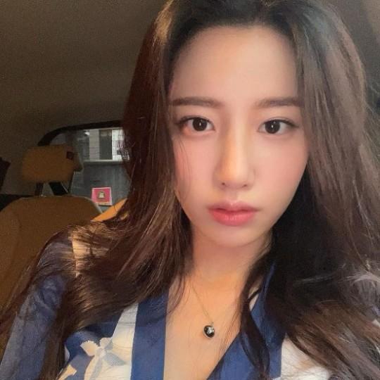 韩国女团BERRYGOOD成员赵贤社交网络发照秀出众美貌