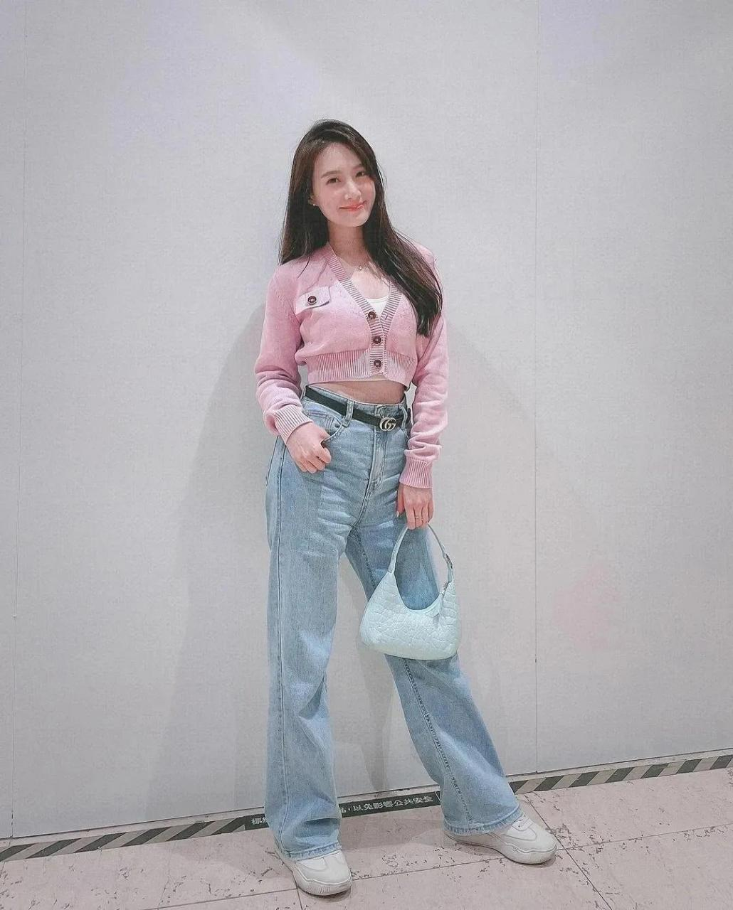 台湾性感美女主播邬又曦,曾从事过护士工作,被称为最美护士